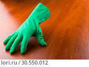 Купить «Green cleaning glove», фото № 30550012, снято 12 ноября 2014 г. (c) Tryapitsyn Sergiy / Фотобанк Лори