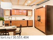 Купить «Spacious kitchen interior», фото № 30551404, снято 11 марта 2015 г. (c) Tryapitsyn Sergiy / Фотобанк Лори