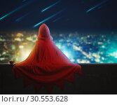 Купить «Super hero girl in the evening city», фото № 30553628, снято 8 августа 2015 г. (c) Tryapitsyn Sergiy / Фотобанк Лори