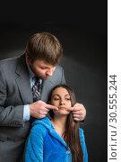 Man making a woman smile. Стоковое фото, фотограф Tryapitsyn Sergiy / Фотобанк Лори