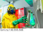 Купить «Woman in chemical laboratory», фото № 30555508, снято 20 ноября 2019 г. (c) Tryapitsyn Sergiy / Фотобанк Лори