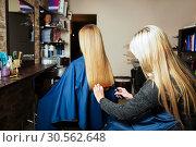 Купить «Hairdresser with machine for hair and hairbrush.», фото № 30562648, снято 28 сентября 2016 г. (c) Tryapitsyn Sergiy / Фотобанк Лори