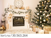 Christmas interior with fireplace and xmas tree. Стоковое фото, фотограф Tryapitsyn Sergiy / Фотобанк Лори
