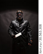 Купить «Bloody murderer in hockey mask with meat cleaver», фото № 30563308, снято 7 ноября 2016 г. (c) Tryapitsyn Sergiy / Фотобанк Лори