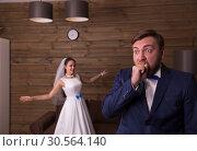 Portrait of smiling bride and surprised groom. Стоковое фото, фотограф Tryapitsyn Sergiy / Фотобанк Лори