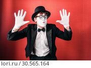 Купить «Male pantomime actor fun performing», фото № 30565164, снято 12 февраля 2017 г. (c) Tryapitsyn Sergiy / Фотобанк Лори