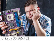 Service engineer fixing problem with motherboard. Стоковое фото, фотограф Tryapitsyn Sergiy / Фотобанк Лори
