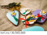 Купить «Cookies in glaze with pictures, burlap background», фото № 30565660, снято 13 марта 2017 г. (c) Tryapitsyn Sergiy / Фотобанк Лори