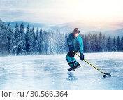Hockey player in uniform on frozen lake. Стоковое фото, фотограф Tryapitsyn Sergiy / Фотобанк Лори