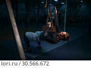 Sportsman on training,endurance workout with ropes. Стоковое фото, фотограф Tryapitsyn Sergiy / Фотобанк Лори