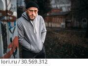 Male robber waiting for victim on the night street. Стоковое фото, фотограф Tryapitsyn Sergiy / Фотобанк Лори