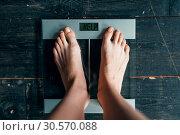 Купить «Female feet on the scales with inscription help», фото № 30570088, снято 10 января 2018 г. (c) Tryapitsyn Sergiy / Фотобанк Лори