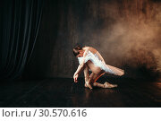 Grace of ballerina in motion on theatrical stage. Стоковое фото, фотограф Tryapitsyn Sergiy / Фотобанк Лори