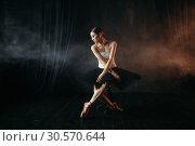Купить «Ballet dancer sitting on black banquette», фото № 30570644, снято 12 февраля 2018 г. (c) Tryapitsyn Sergiy / Фотобанк Лори