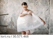 Купить «Naked freak man wrapped in packaging film», фото № 30571468, снято 22 апреля 2018 г. (c) Tryapitsyn Sergiy / Фотобанк Лори