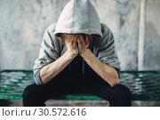 Купить «Junkie sitting on the bed, withdrawal symptom», фото № 30572616, снято 17 июня 2018 г. (c) Tryapitsyn Sergiy / Фотобанк Лори