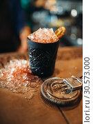 Купить «Black glass with ice, cold crystals on bar counter», фото № 30573000, снято 6 июля 2018 г. (c) Tryapitsyn Sergiy / Фотобанк Лори