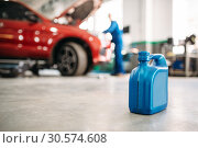 Oil canister on the floor in car service. Стоковое фото, фотограф Tryapitsyn Sergiy / Фотобанк Лори