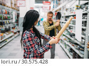 Couple with pan and rolling pin in supermarket. Стоковое фото, фотограф Tryapitsyn Sergiy / Фотобанк Лори