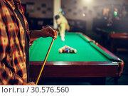Two male billiard players start competition. Стоковое фото, фотограф Tryapitsyn Sergiy / Фотобанк Лори