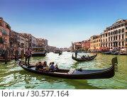 Купить «The Grand canal and gondolas with tourists, Venice, Italy», фото № 30577164, снято 16 апреля 2017 г. (c) Наталья Волкова / Фотобанк Лори
