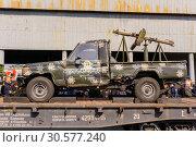 Купить «Improvised gun truck of terrorists on a railway flatcar», фото № 30577240, снято 10 апреля 2019 г. (c) Евгений Харитонов / Фотобанк Лори