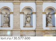 Галерея Альбертина, Вена, Австрия. Архитектурные детали фасада (2018 год). Стоковое фото, фотограф Ольга Коцюба / Фотобанк Лори