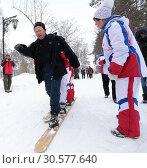 Купить «На многоместных лыжах по парку. Зимние забавы моржей в городе Заводоуковске», эксклюзивное фото № 30577640, снято 3 марта 2019 г. (c) Анатолий Матвейчук / Фотобанк Лори