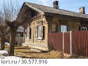 Купить «Старинный деревянный дом XIX века в Егерской слободе, Мариенбург», фото № 30577916, снято 28 марта 2019 г. (c) Юлия Бабкина / Фотобанк Лори