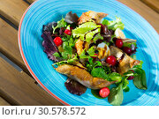 Купить «Salad with quail, berries and sauce», фото № 30578572, снято 24 апреля 2019 г. (c) Яков Филимонов / Фотобанк Лори