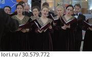 Купить «Russian choir performance», видеоролик № 30579772, снято 22 декабря 2017 г. (c) Данил Руденко / Фотобанк Лори