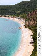 Купить «Береговая линия с пляжем Яз в муниципалитете Будвы, в Черногории. Зонтики с шезлонгами на берегу Адриатического моря», фото № 30594536, снято 3 июня 2016 г. (c) Кекяляйнен Андрей / Фотобанк Лори