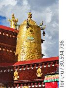 Купить «Тибет, Лхаса, первый буддистский храм Джоканг. Золотые атрибуты буддизма», фото № 30594736, снято 2 июня 2018 г. (c) Овчинникова Ирина / Фотобанк Лори
