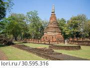 Древняя ступа на руинах буддистского храма Wat Phra That. Кампхенг Пхет, Таиланд (2016 год). Стоковое фото, фотограф Виктор Карасев / Фотобанк Лори
