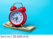 Купить «Red retro styled alarm clock on heap of american dollars.», фото № 30600616, снято 18 апреля 2019 г. (c) Pavel Biryukov / Фотобанк Лори