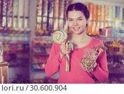 Купить «girl buying candies at shop», фото № 30600904, снято 22 марта 2017 г. (c) Яков Филимонов / Фотобанк Лори
