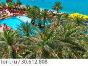 Купить «Abu Dhabi, UAE - April 1. 2019. Beautiful resort area overlooking pool and sea», фото № 30612808, снято 1 апреля 2019 г. (c) Володина Ольга / Фотобанк Лори