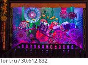 Купить «Рождественские украшения в витрине парижского универмага Галереи Лаффает (Galeries Lafayette)», фото № 30612832, снято 18 декабря 2018 г. (c) Сергей Рыбин / Фотобанк Лори