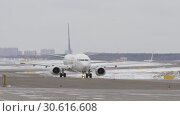 Купить «Boeing 737-800 of Mongolian Airlines taxiing on runway, winter view», видеоролик № 30616608, снято 22 марта 2018 г. (c) Данил Руденко / Фотобанк Лори