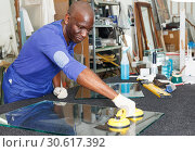 Купить «Adult African American glazier during daily work», фото № 30617392, снято 16 мая 2018 г. (c) Яков Филимонов / Фотобанк Лори