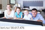Купить «parents with two young sons testing mattress in store», фото № 30617476, снято 26 июня 2017 г. (c) Яков Филимонов / Фотобанк Лори