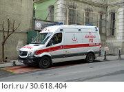 Купить «Машина скорой помощи. Стамбул, Турция», фото № 30618404, снято 22 декабря 2018 г. (c) Светлана Колобова / Фотобанк Лори