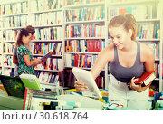 Купить «Girl looking for new literature», фото № 30618764, снято 16 сентября 2016 г. (c) Яков Филимонов / Фотобанк Лори