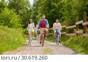 Купить «happy friends riding fixed gear bicycles in summer», фото № 30619260, снято 7 июля 2018 г. (c) Syda Productions / Фотобанк Лори