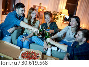 Купить «happy friends with drinks and pizza party at home», фото № 30619568, снято 22 декабря 2018 г. (c) Syda Productions / Фотобанк Лори