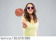 Купить «teenage girl in sunglasses with lollipop», фото № 30619980, снято 29 января 2019 г. (c) Syda Productions / Фотобанк Лори