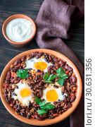 Купить «Bowl of chipotle bean chili with baked eggs», фото № 30631356, снято 1 сентября 2016 г. (c) easy Fotostock / Фотобанк Лори