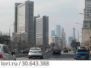 Купить «Москва, Новый Арбат с видом на высотные дома», эксклюзивное фото № 30643388, снято 21 апреля 2019 г. (c) Дмитрий Неумоин / Фотобанк Лори
