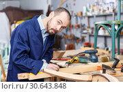 Купить «Craftsman in process of creation furniture», фото № 30643848, снято 19 ноября 2018 г. (c) Яков Филимонов / Фотобанк Лори