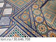 Berber Arabesque Zellige tiles of the Marrakesh museum in the Dar Menebhi Palace, Marrakesh, Morocco. (2013 год). Редакционное фото, фотограф Funkystock / age Fotostock / Фотобанк Лори